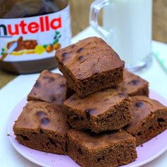 Easy 3 Ingredient Nutella Brownies Easy Dessert Recipes – Video recipe DIY – This easy dessert idea will have all chocolate lovers rejoicing. 3 ingredient Nutella brownies are quick and delicious. Step by step recipe video shows you how to make at home. Easy Cookie Recipes, Healthy Dessert Recipes, Brownie Recipes, Baking Recipes, Delicious Desserts, Yummy Food, Healthy Drinks, Homemade Desserts, Delicious Chocolate