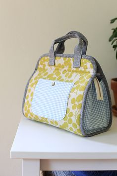 Summer Maker's Tote and link to video - by Anna Graham, Noodlehead