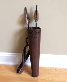 Brave Inspired Hip Quiver for Merida Costume, Brown Faux Leather Quiver w/ Short Prop Arrows, Brown Arrow Bag, Archer's Bag, Merida Quiver Family Costumes, Diy Costumes, Cosplay Costumes, Halloween Costumes, Cosplay Ideas, Merida Cosplay, Leather Quiver, Leather Craft, Halloween Fun