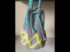 Faire au crochet un sac Mochila   Sakarton Crochet Patron, Couture, Watch V, Crochet Projects, Drawstring Backpack, Creations, Voici, Knit Bag, Tejidos