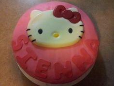 My latest creation: Hello Kitty cake