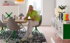 Colección Ottawa por Karim Rashid. En marzo de 2012, la marca danesa de muebles BoConcept lanzó la colección Otawa, creada por el diseñador Karim Rashid. Esta colección gana el premio Red Dot 2013 por diseño de producto. La colección Ottawa se compone de un comedor que incluye mesa, sillas, aparador y gabinete.   http://www.podiomx.com/2013/04/coleccion-ottawa-por-karim-rashid.html