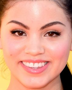 Close-up of Paola Andino at the 2015 Kids' Choice Awards. http://beautyeditor.ca/2015/04/02/kids-choice-awards-2015