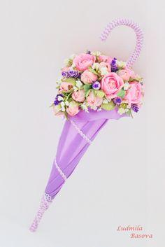 (1) Gallery.ru / Фото #1 - Зонтики, сумочки. туфельки... - Luda-Mila Door Flower Decoration, Flower Decorations, Candy Flowers, Paper Flowers, Flower Crafts, Flower Art, Hobbies And Crafts, Diy And Crafts, Umbrella Wreath