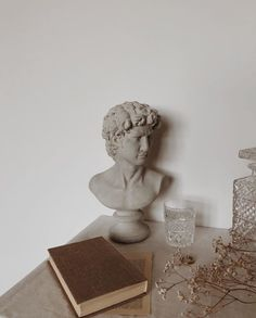 Old Angel Statues - Statues Photography Inspiration - - Statues Of Liberty Picture Ideas - Greek Statues Black And White Cream Aesthetic, Classy Aesthetic, Brown Aesthetic, Aesthetic Vintage, Aesthetic Photo, Aesthetic Pictures, Aesthetic Light, Aesthetic Boy, The Secret History