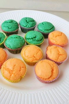 """Fruity Mini Cupcakes 