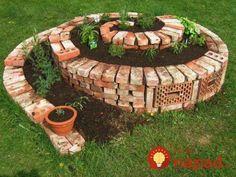 Easy Herb Spiral Garden Design Ideas for Small Yard Inspiration Herb Spiral, Spiral Garden, Diy Garden, Dream Garden, Herb Garden, Garden Beds, Garden Art, Garden Landscaping, Home And Garden