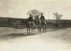 """Guardiani a cavallo nell""""oasi naturale di Castel di Guido."""