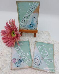 Wie die gemacht werden zeig ich dir Schritt für Schritt im Tutorial. Viel Spaß! Katharina Howanietz Artist Trading Cards, Fantasy, Atc, The Creator, Gift Wrapping, Cards, Creative, Gift Wrapping Paper, Wrapping Gifts