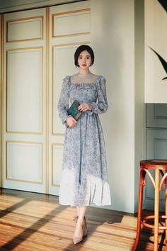 Check out this Trendy latest korean fashion - Cute Outfits Korean Fashion Trends, Fashion Tips For Women, Asian Fashion, Look Fashion, Girl Fashion, Womens Fashion, Simple Dresses, Elegant Dresses, Pretty Dresses