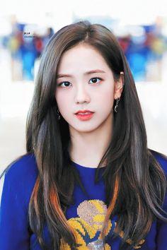 Jisoo - Blackpink H Blackpink Jisoo, Kpop Girl Groups, Kpop Girls, Korean Girl, Asian Girl, Black Pink ジス, Mode Kpop, Blackpink Photos, Blackpink Fashion
