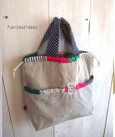Summer bags (ideas and patterns) - HandMade - Young Lady Fas .- Sommertaschen (Ideen und Muster) – HandMade – Young Lady Fashion Summer bags (ideas and patterns) – HandMade – - Patchwork Bags, Quilted Bag, My Bags, Purses And Bags, Diy Sac, Linen Bag, Fabric Bags, Fabric Basket, Summer Bags