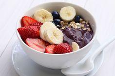 Create a superfood Açaí bowl. Breakfast Bowls, Best Breakfast, Breakfast Recipes, Breakfast Fruit, Smoothie Bowl, Medium Recipe, Whole Food Recipes, Healthy Recipes, Fun Recipes