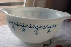 Pyrex Mixing Bowl with Tab Handles Snowflake