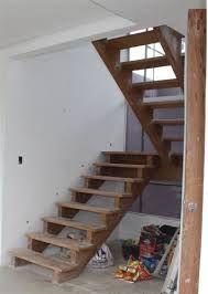 Resultado de imagem para escada de madeira interna pouco espaço