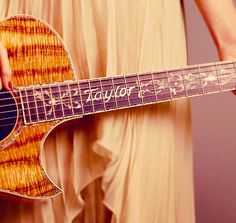 taylor's guitar |  Taylor Swift she really does have one of the prettiest guitars I've ever seen