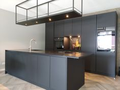 Interieurbouwer is jouw interieurspecialist Loft Kitchen, Kitchen Interior, New Kitchen, Usa House, Hanging Shelves, Home Kitchens, Sweet Home, New Homes, Kitchen Cabinets