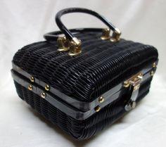 Hey, diesen tollen Etsy-Artikel fand ich bei https://www.etsy.com/de/listing/275561804/vintage-50er-jahre-wicker-handtasche-box