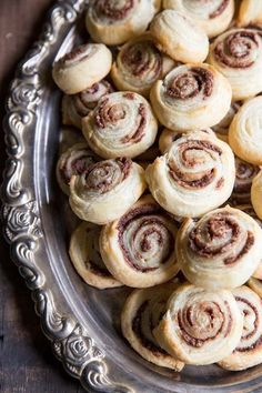 These two ingredient Chocolate Hazelnut Pinwheels make the perfect party bites! • theVintageMixer.com