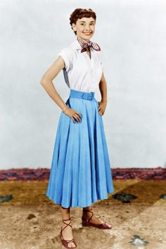 Audrey Hepburn in Roman Holiday: full 1950s skirts shirt and espadrilles
