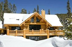 Why You Should Consider Buying a Log Cabin - Rustic Design Porche Chalet, Log Homes Exterior, How To Build A Log Cabin, Log Home Living, Log Cabin Homes, Log Cabins, Mountain Cabins, Cabin In The Woods, Cozy Cabin