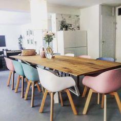 #kwantuminhuis stoelen New York om onze XXL tafel # supermooie combi Met op tafel een stolp, roze karaf en de draadstaal #kaktus van Kwantum #loveournewhome