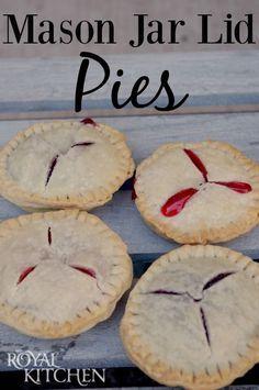 Mason Jar Lid Pies - so easy and delicious! Can use fruit or make pot pies Mason Jar Pies, Mason Jar Desserts, Mason Jar Meals, Meals In A Jar, Mini Desserts, Just Desserts, Delicious Desserts, Yummy Food, Mason Jar Cupcakes