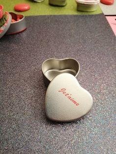 Une petite boîte pour de grandes émotions ! Enregistrer un message digital dans votre mini-box Pam's pour créer un teaser avec votre cadeau. Les objets parlent de nos émotions ! Messages, Mini, Key, Objects, Gift, Unique Key, Text Posts, Text Conversations