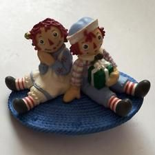 BOY AND GIRL SITTING ON OVAL CARPET plastic enameled very detailed pin Lot 35