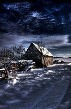 Amazing collection of HDR photography images for architecture and buildings around the world. Country Barns, Old Barns, Hdr Photography, Winter Photography, Winter Pictures, Cool Pictures, Foto Hdr, Beauty Dish, Winter Scenery