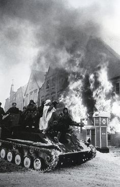 The capture of the town of Mühlhausen by Russian troops. Germany, 1945. Photo by Arkady Shaikhet.