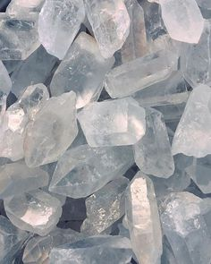 Clear Quartz Astrology association: All signs Chakra: All chakras - crown chakra Healing Qualities: Amplify your . Photo Wall Collage, Picture Wall, Crystals And Gemstones, Stones And Crystals, Crystal Background, Crystal Aesthetic, Images Esthétiques, Gray Aesthetic, Clear Quartz