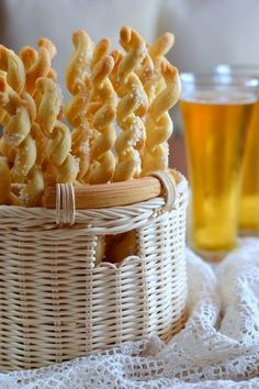 Sóvirágos kenyérspirál - Kifőztük, online gasztromagazin Hungarian Sausage Recipe, Hungarian Recipes, Tart Recipes, Bread Recipes, Cooking Recipes, Hungarian Cuisine, Savory Pastry, Salty Snacks, Bread And Pastries