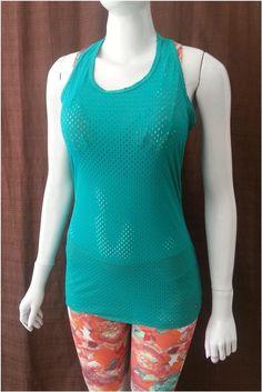 Camiseta Nadador Furadinha em Polimida - Camiseta com corte nadador nas  costas e com um comprimento 483536c1309