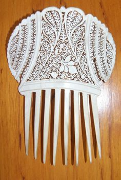 Fine quality bone export comb from 1870 (probably a chinese comb). Sold for a song (200 euros on ebay).