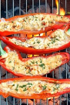 Grilled peppers with sheep& cheese & rosemary- Gegrillte Paprika mit Schafskäse & Rosmarin Grilled peppers with sheep& cheese and rosemary - Grilling Recipes, Beef Recipes, Vegetarian Recipes, Snack Recipes, Dinner Recipes, Healthy Recipes, Dinner Ideas, Snacks, Mexican Breakfast Recipes