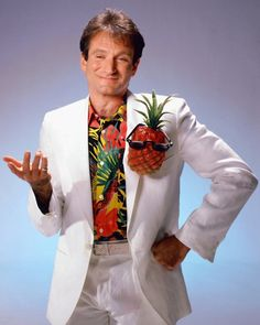 Robin Williams and his pocket pineapple