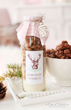 Gebrannte Mandeln-Mix in der Flasche Rezept You are in the right place about diy gifts for grandparents Here we offer you the most beautiful pictures about the diy gifts videos you are looking for. Diy Christmas Gifts, Christmas Baking, Christmas Time, Xmas, Christmas Wrapping, Jar Gifts, Food Gifts, Roasted Almonds, Diy Presents