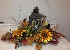 Autumn Lantern Fall Lanterns, Fall Candles, Lanterns Decor, Candle Lanterns, Church Flowers, Fall Flowers, Harvest Decorations, Thanksgiving Decorations, Adornos Halloween