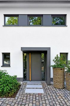 House remodeled with windows- Haus mit Fenstern umgestaltet House entrance Modern Entrance Door, House Entrance, Entrance Doors, The Doors, Door Design, Exterior Design, House Design, Building A Porch, House With Porch