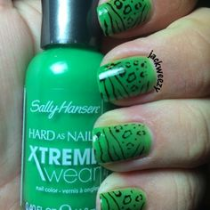 Tan Lime by Sally Hansen. 2 by Mundo De Unas. Top/base by Glisten and glow. Dried by our Uspicy Seashell Fan. Photo by jackweezy on Instagram