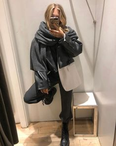Source by aleasophie girl outfits aesthetic black Fashion Killa, Look Fashion, Fashion Outfits, Fashion Trends, 2000s Fashion, Fall Winter Outfits, Autumn Winter Fashion, Business Outfit Damen, Mode Ulzzang