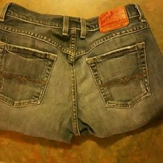 Boot cut, button fly Luckys The good luck brand! Made in the USA! 5 pocket button flys. Size 6/28 Lucky Brand Jeans Boot Cut
