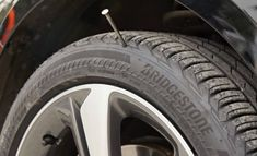 Principala diferenta intre anvelopele RunFLAT si anvelopele conventionale este ca au un perete lateral intarit. Acest lucru va sustine in continuare masina, Jpg, Vehicles, Car, Vehicle, Tools