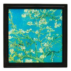Unsere traditionellen Gallery Rahmen nehmen in unserer Kollektion bemahlter Glassrahmen mit Vincent Van Goghs beliebtem Gemälde Blossoming Tree elegante Form an.