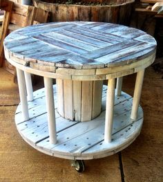pallet coffee table for books