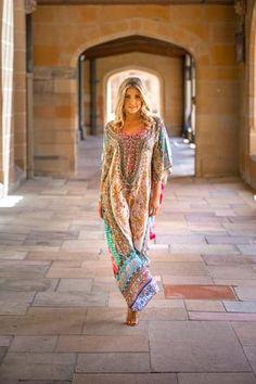 Designer Kaftans Online In Australia Retro Fashion, Boho Fashion, Vintage Fashion, Fashion Outfits, Hippie Bohemian, Bohemian Style, Boho Chic, Silk Kaftan, Long Kaftan