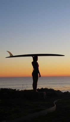 Surfing holidays is a surfing vlog with instructional surf videos, fails and big waves Surfergirl Style, Et Wallpaper, Surfing Wallpaper, Soul Surfer, Sup Yoga, Art Sculpture, Surf Style, Surf Girls, Photos
