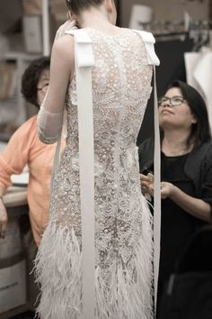 Naeem Khan Fall 2018 at New York Bridal Fashion Week (Pic: The Lane) Source by indroc dress couture Haute Couture Dresses, Couture Fashion, Fashion Fashion, Bridal Dresses, Wedding Gowns, Naeem Khan Bridal, Mode Chanel, Unconventional Wedding Dress, Iconic Dresses