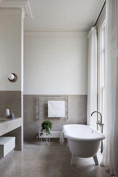 Local Australian Interior Design-South Yarra Residence Designed by Hecker Guthrie - The Local Project Home Interior Design, Modern Interior Design, Minimalist Bathroom Design, Bathrooms Remodel, Bathroom Decor, Decor Interior Design, Beautiful Bathrooms, Contemporary Bathroom Designs, Minimalist Home